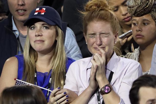 Usa 2016: shock, delusione e lacrime tra sostenitori Clinton