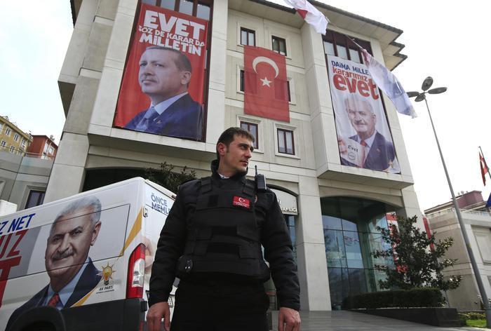 Turchia: Erdogan, reporter tedesco Welt terrorista