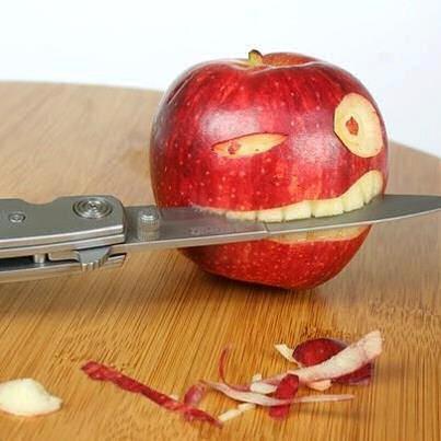 Mela con il Coltello tra i Denti. - Copia