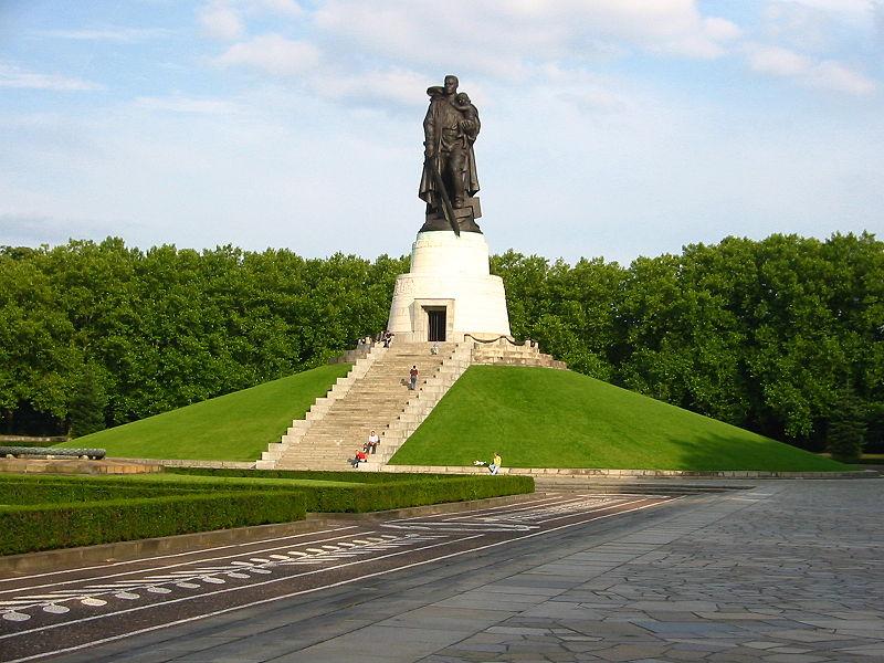 Berlin. Sowjetisches Ehrenmal - Treptower Park 001
