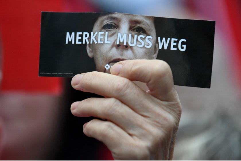 Merkel muss weg.