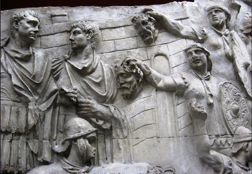 Colonna Traiana. Testa di Decebalo__001