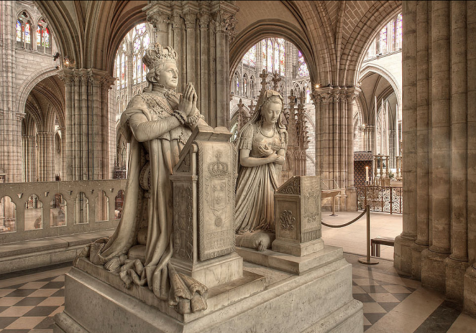 Paris. Saint-Denis. Monumento funebre in onore di Luigi XVI e Maria Antonietta.